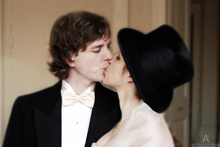 первый поцелуй, поцелуй молодоженов, посоветуйте фотографа, свадебный фотограф, фотосъемка на свадьбе, поцелуй, свадьба, как целоваться, поцелуи картинки, поцелуй взасос, поцелуй фото, поцелуи, фотосъемка поцелуев