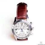 Рекламная фотосъемка часов на белом фоне