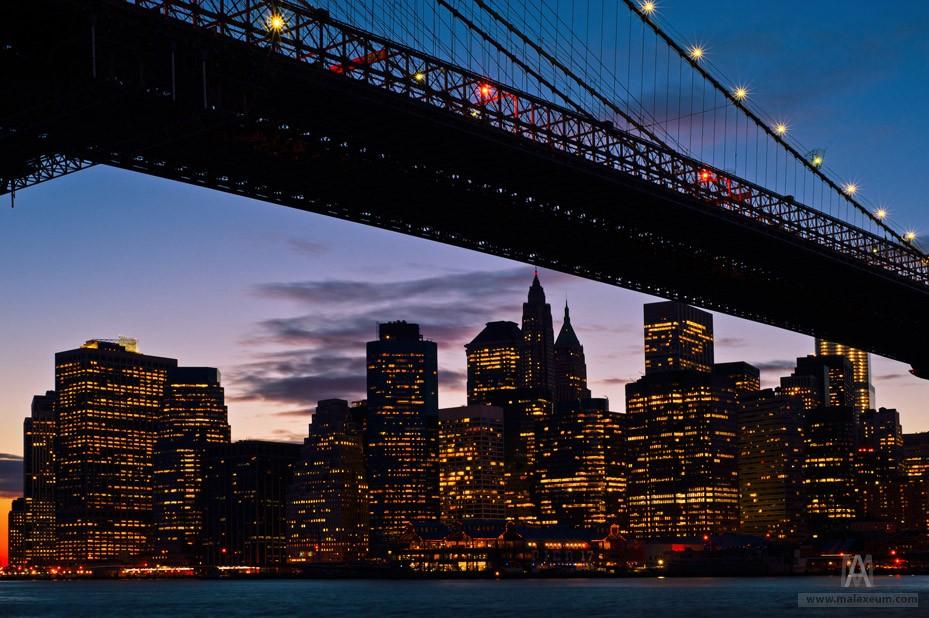 Бруклинский мост ночью (Brooklyn Bridge).