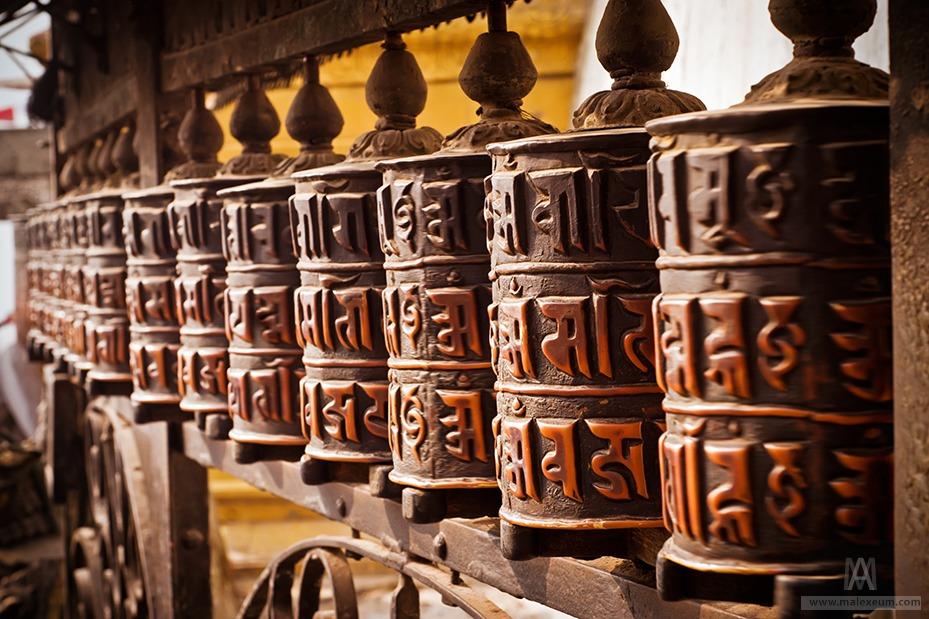 Съемка в путешествии - достопримечательности. Молитвенные барабаны в Непале.