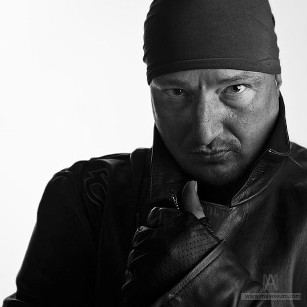 Байкер Кирилл - студийная фотосъемка