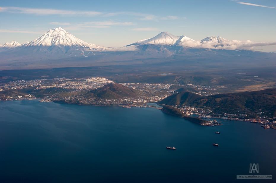 вулканы недалеко от Петропавловска-Камчатского