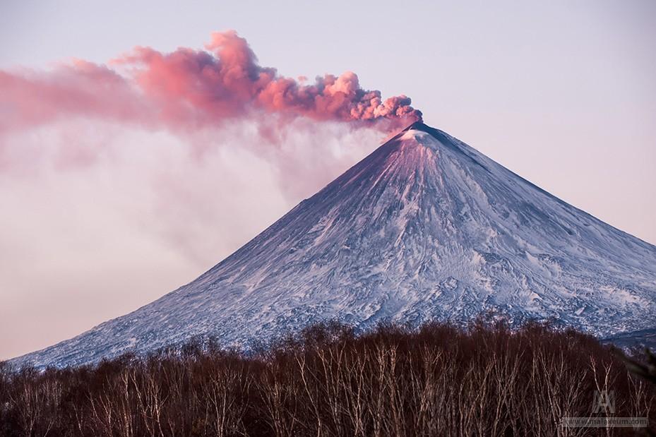 Действующие вулканы Камчатки - Ключевская сопка на рассвете