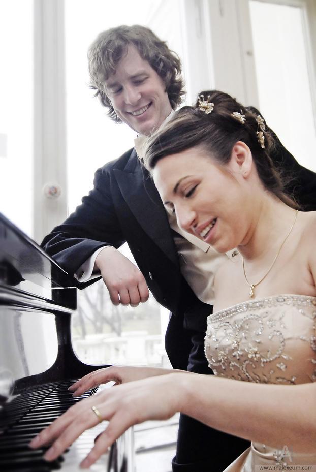 игры на пианино, играть на пианино, фотографии игры, брачные игры земных обитателей, фото на свадьбу, свадебная фотосъемка, мелодия на свадьбу, музыка на свадьбе, профессиональный свадебный фотограф, обучение на пианино, свадьба картинки