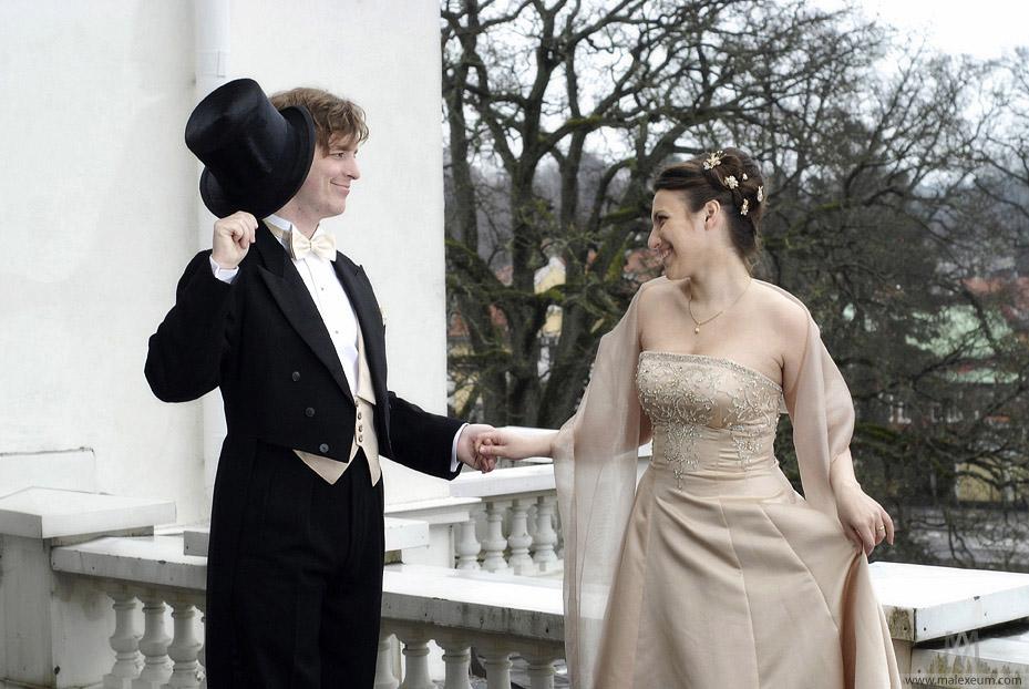 знакомство, свадьба, молодожёны, свадебная фотосессия, профессиональная фотосъемка, фотограф на венчание, лав-стори, любовная история, очень хороший фотограф, жених и невеста, первая встреча, прикольная свадьба, свадебная история, шляпа, постановочная фотография, сюжет для фотосъемки, сюжет для свадьбы