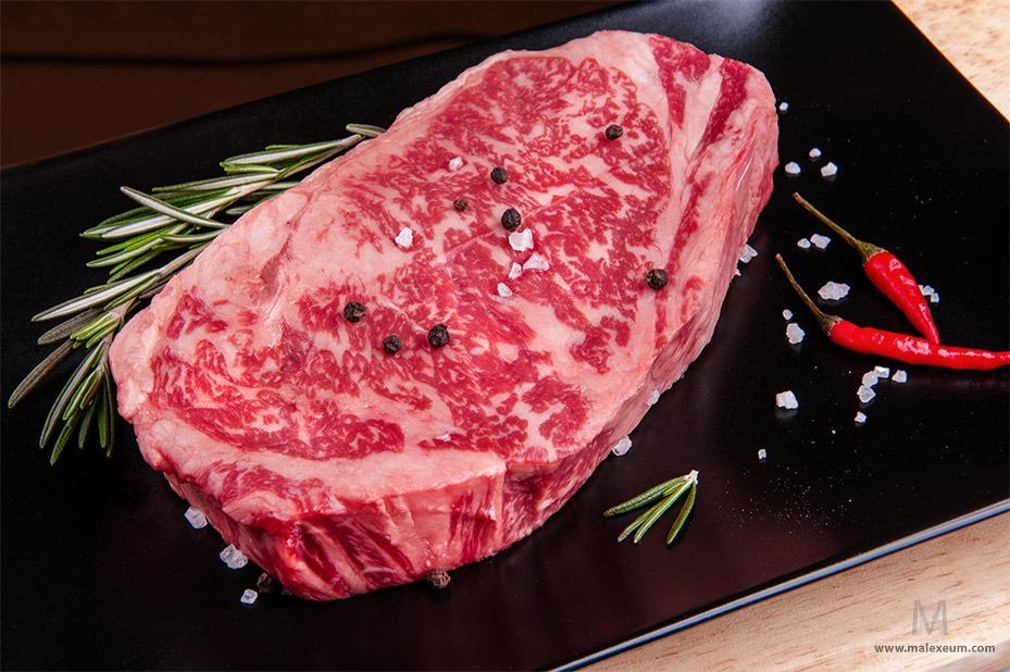 Сырое мясо для стейка