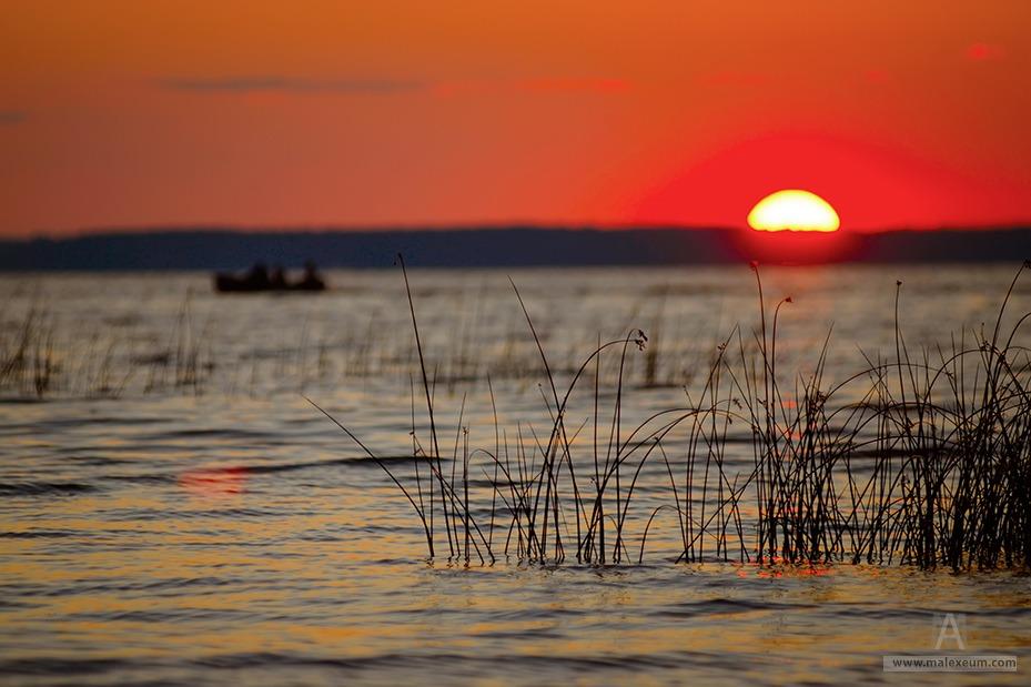 Закат над озером - Россия