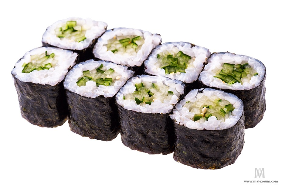 Фотосъемка суши и роллов на белом фоне